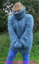 kid_mohair_t-neck_sweater_blau_6.jpg